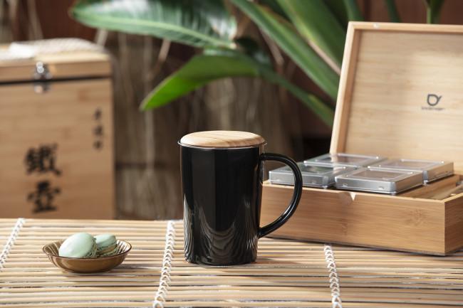 Theemok 400ml zwart +filter +bamboe deksel